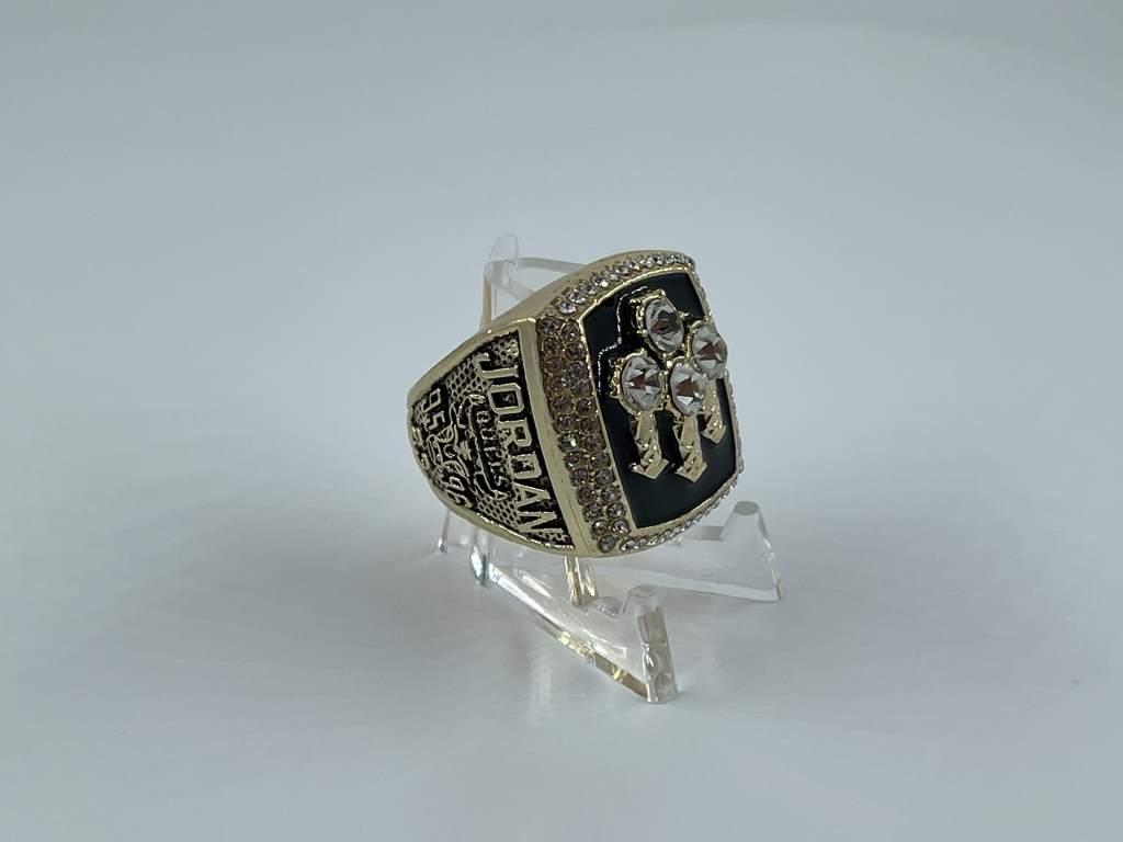 Replica NBA Championship Ring - 1996 Chicago Bulls - Michael Jordan