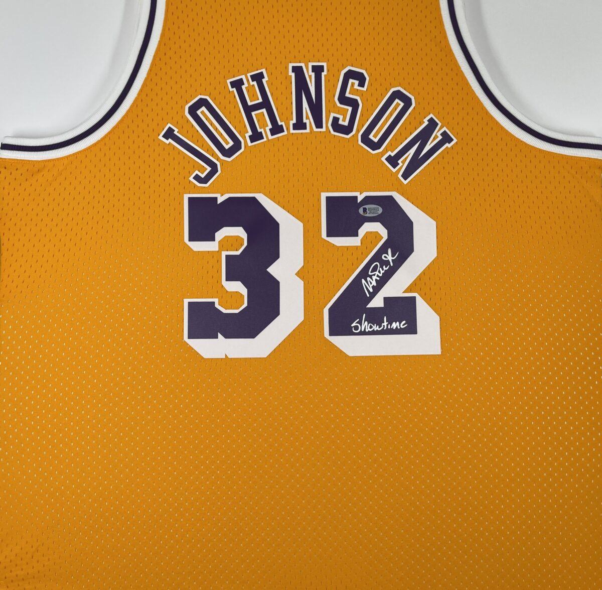 "Lakers Magic Johnson ""Showtime"" Signed 84-85 M&N HWC Swingman Yellow Jersey [BAS MJ09042]"